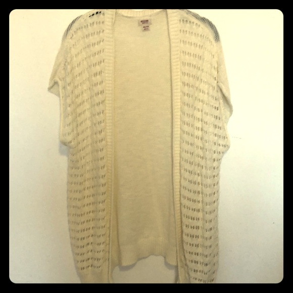 Mossimo Sweaters - Mossimo cream colored knit short sleeve Cardigan